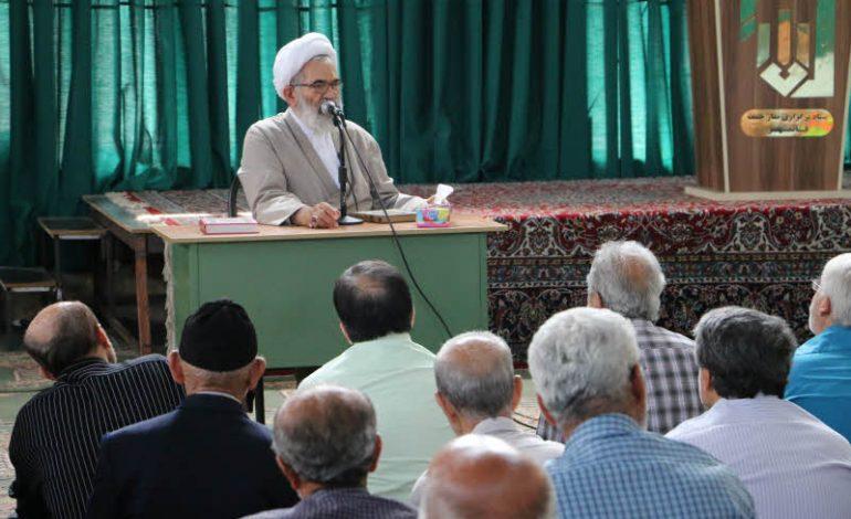 جلسه اول تفسیر قرآن مجید در ماه مبارک رمضان سال ۱۳۹۸ توسّط آیت الله معلمی در مصلی جمعه قائم شهر برگزار شد + تصاویر