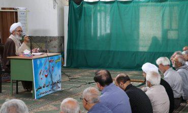 جلسه پنجم تفسیر قرآن مجید در ماه مبارک رمضان توسّط آیت الله معلمی ، بعد از اقامه نمازجماعت ظهر ،  در مصلی جمعه قائم شهر برگزار شد + تصاویر